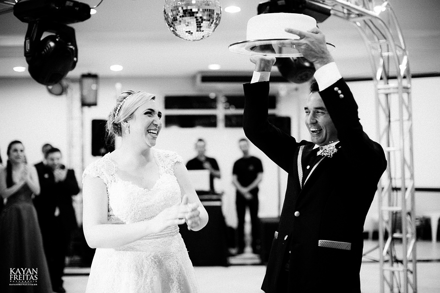 larissa-junior-casamento-0102 Larissa + Junior - Casamento em Biguaçu