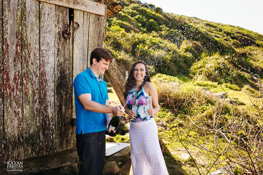 lais-bryan-precasamento-0033 Sessão Pré Casamento Lais e Brayan - Guarda do Embaú