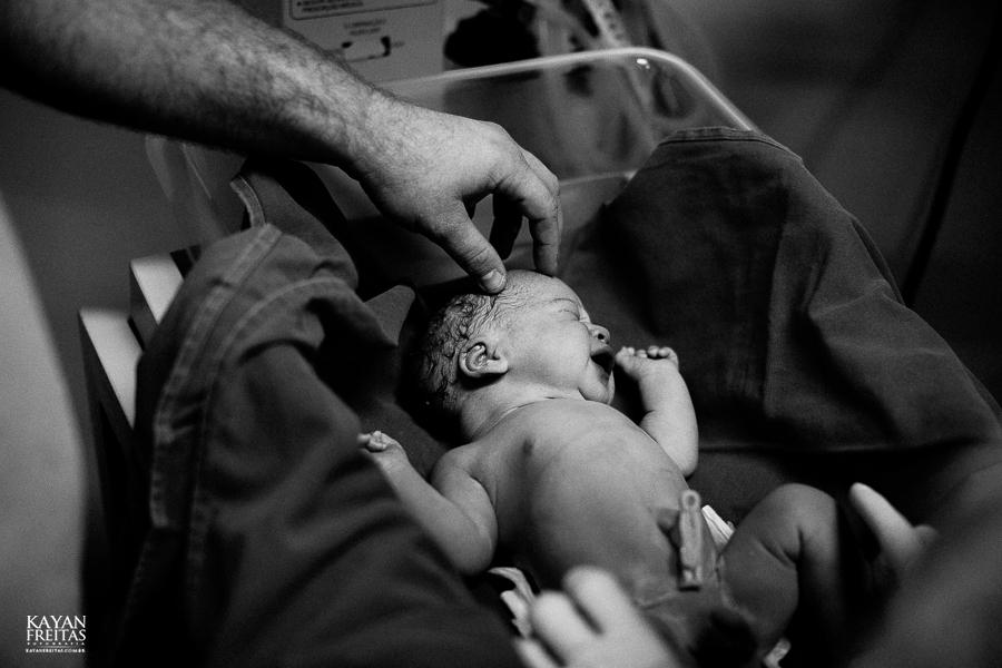 fotografia-parto-vinicius-0022 Nascimento do Vinícius - Clinica Santa Helena Florianópolis