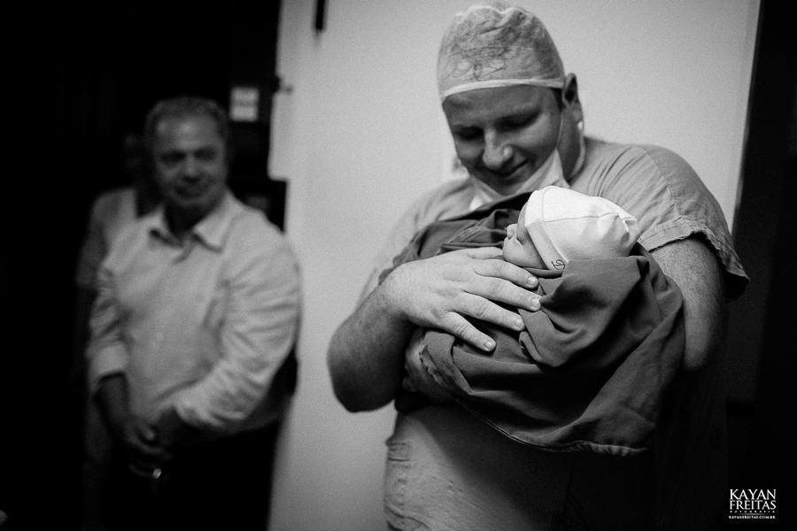 fotografia-parto-vinicius-0029 Nascimento do Vinícius - Clinica Santa Helena Florianópolis