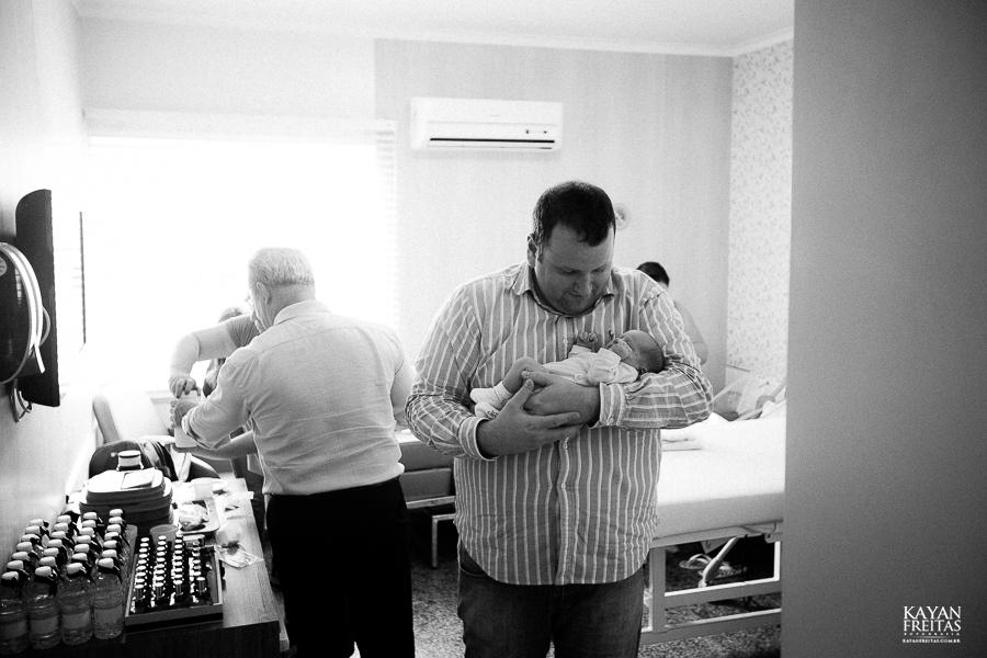 fotografia-parto-vinicius-0039 Nascimento do Vinícius - Clinica Santa Helena Florianópolis