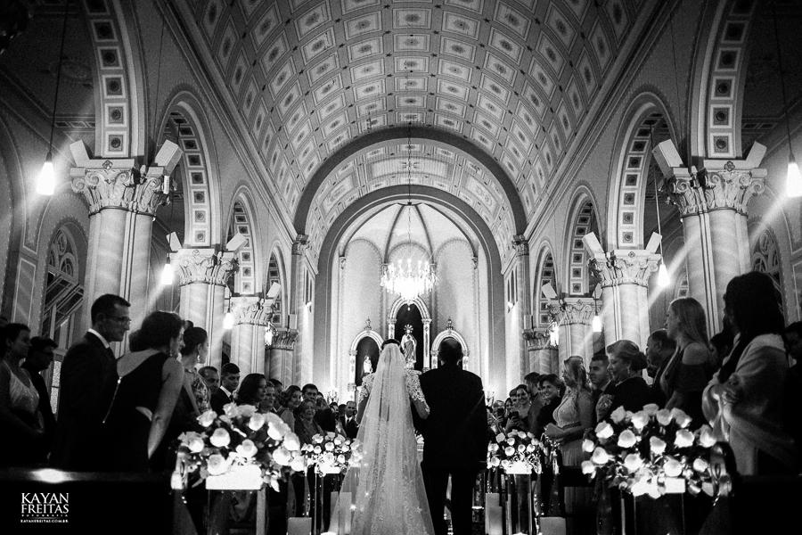 noiva entrando na igreja sagrado coração de jesus
