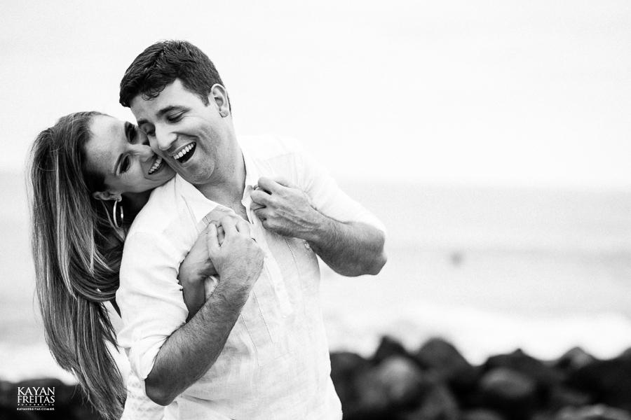 fabiana-rafael-precasamento-0026 Sessão pré casamento Fabiana e Rafael - Garopaba / SC