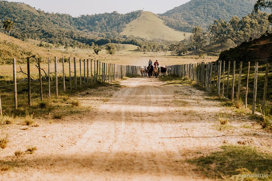 pre-casamento-fazenda-floripa-0016 Sessão pré casamento Tainara e Marcos - Tijucas / SC