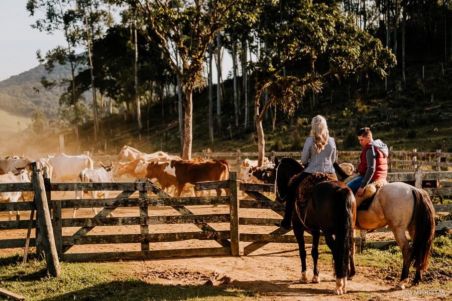 pre-casamento-fazenda-floripa-0022 Sessão pré casamento Tainara e Marcos - Tijucas / SC