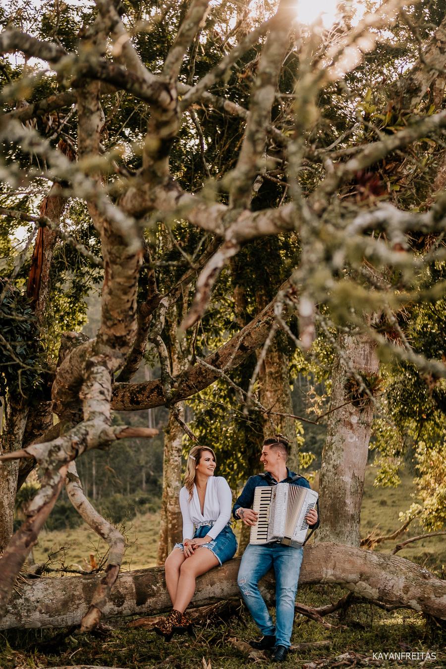 pre-casamento-fazenda-floripa-0026 Sessão pré casamento Tainara e Marcos - Tijucas / SC