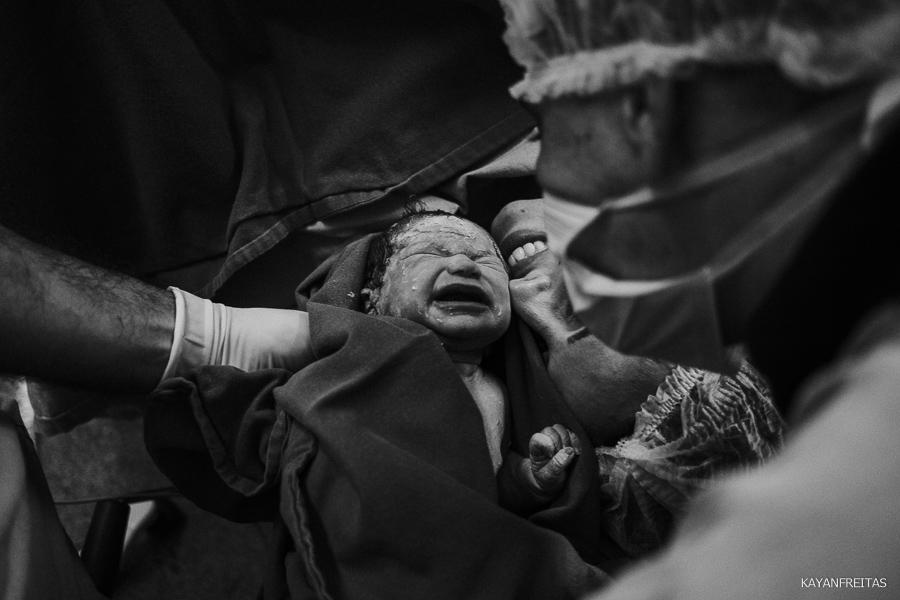 fotografia-de-nascimento-floripa-0023 Nascimento da Mel - Clinica Santa Helena