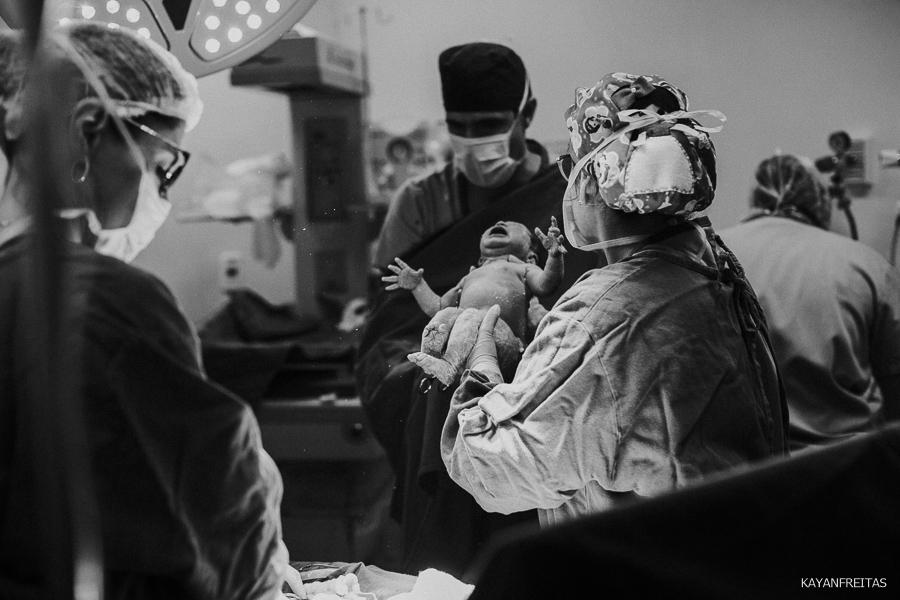 fotografia-de-nascimento-floripa-0025 Nascimento da Mel - Clinica Santa Helena